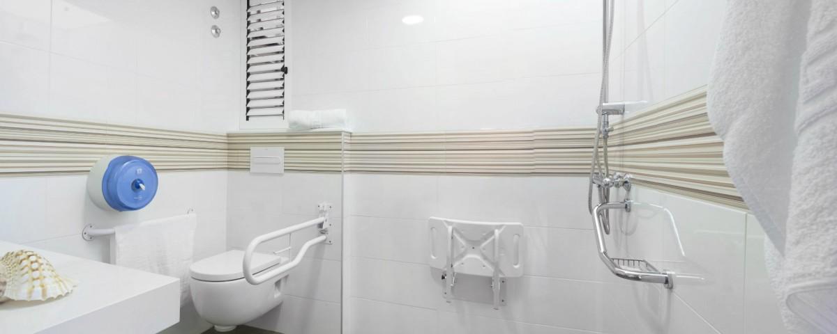Albergue Arribada de Muxía: baños do cuarto privado