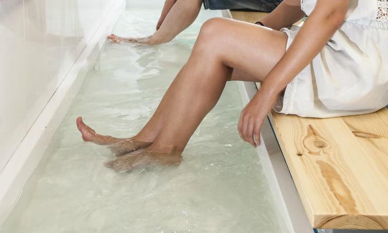 Albergue Arribada de Muxía: Instalacións, baño relaxante para pés