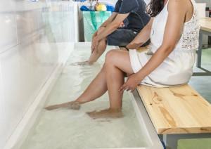 Albergue Arribada de Muxía: Instalacións, jacuzzi de auga salgada para os pés