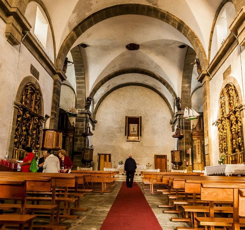 Interior do Santuario de Nosa Señora da Barca en Muxía