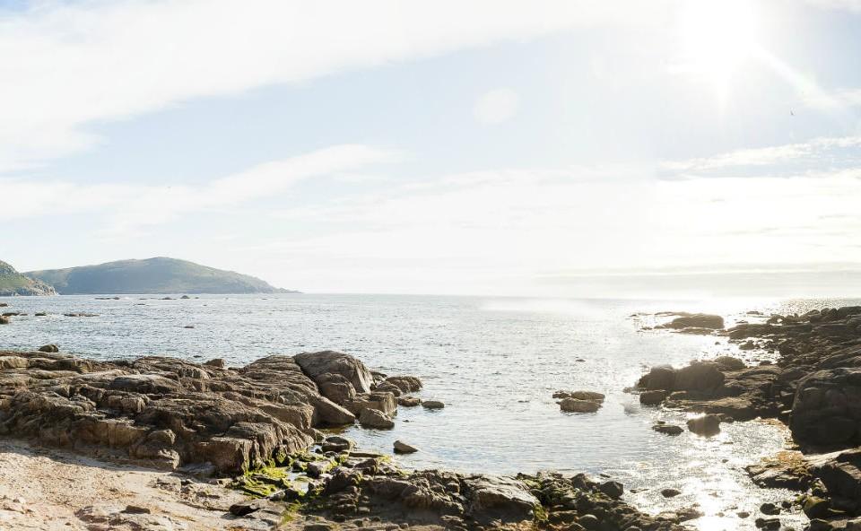 Vista panorámica de Muxía dende unha praia do Coído